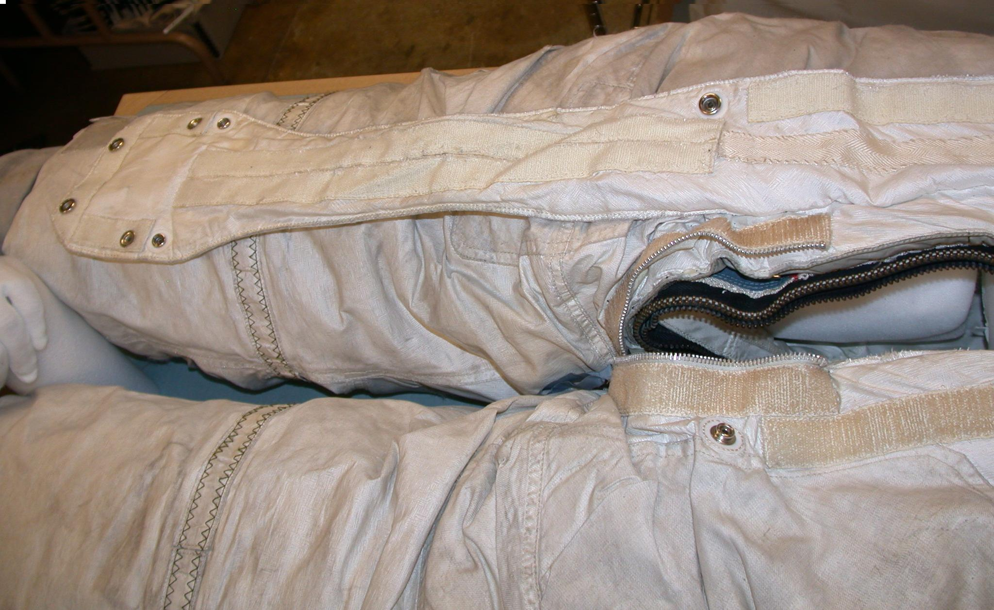 Apollo A7L spacesuit zippers and pressure tests ...